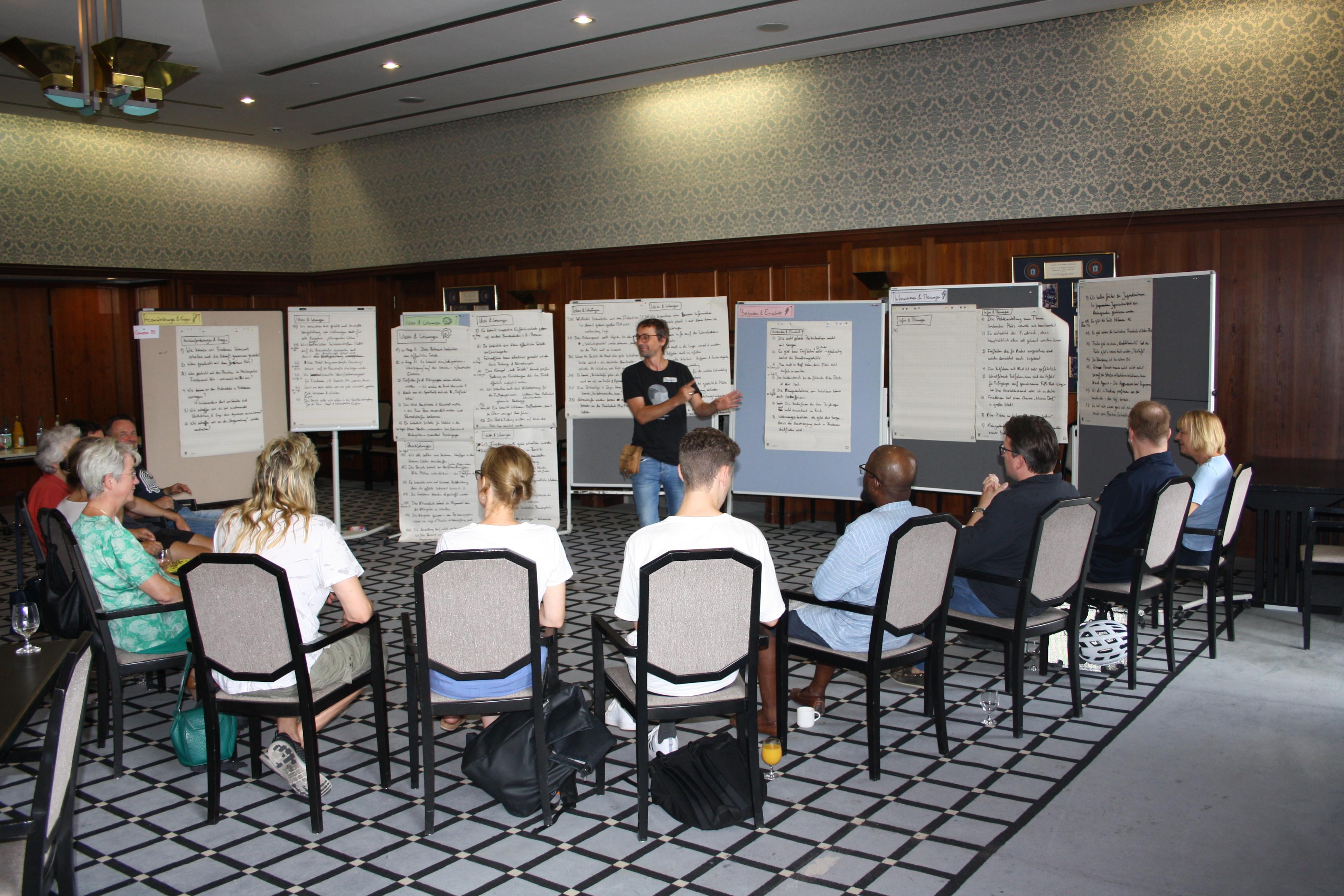 Teilnehmer des Bürger_innenrates in einer Workshop-Runde